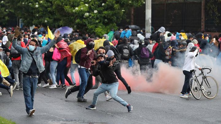 Военные помогут разгонять протестующих в Колумбии