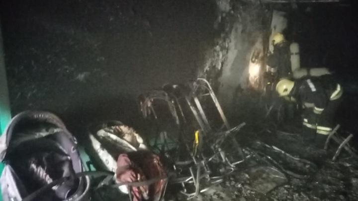 Детская шалость удалась. В Надыме пожарные спасли жителей общежития