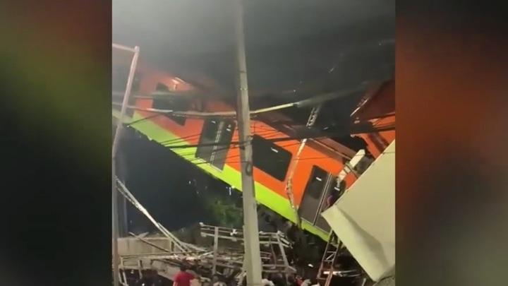 Момент обрушения моста под поездом в Мехико попал на видео