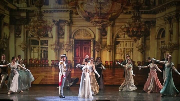 "сцена из спектакля ""Le prince André. Князь Андрей Болконский"""