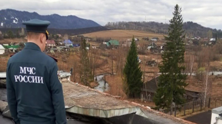 В Красноярском крае ураган оставил несколько зданий без крыши