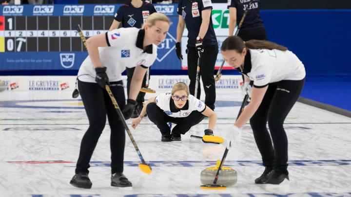 Россиянки обыграли Шотландию на чемпионате мира по керлингу