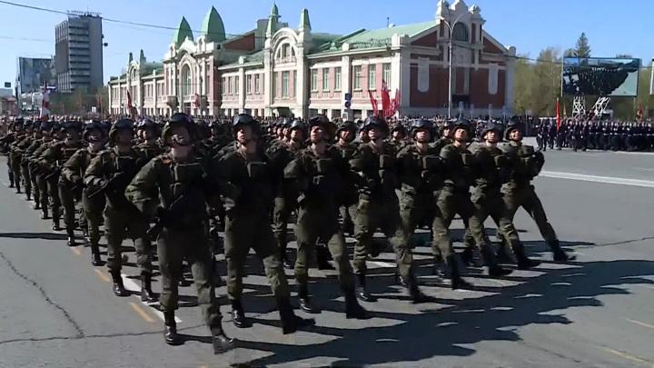 Парады в честь Дня Победы и народные гуляния проходят в регионах Сибири