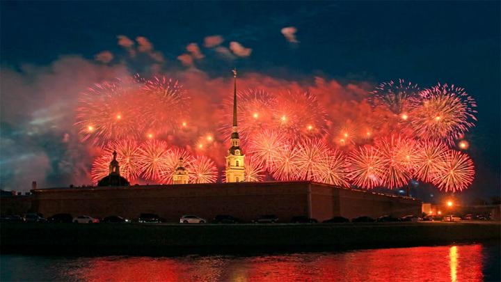 В Санкт-Петербурге до последнего решался вопрос о проведении салюта