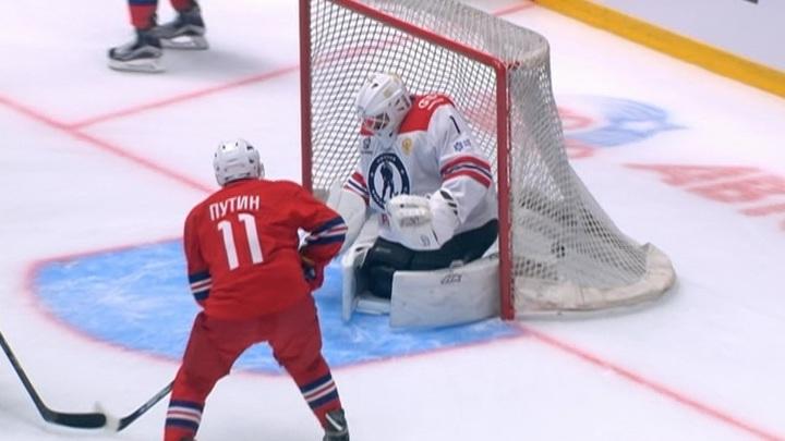 Путин принял участие в гала-матче Ночной хоккейной лиги
