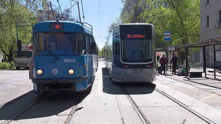 Непогода в Москве: сломанные деревья остановили трамваи