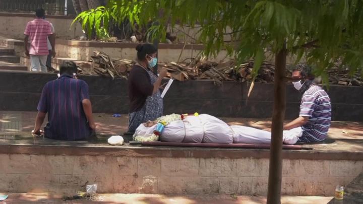 Сотни смертей ежесуточно: тяжелая ситуация в Индии