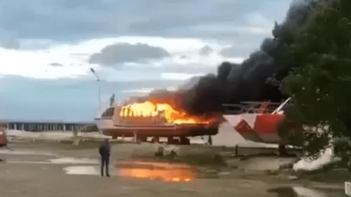 В Лермонтове потушили загоревшееся прогулочное судно