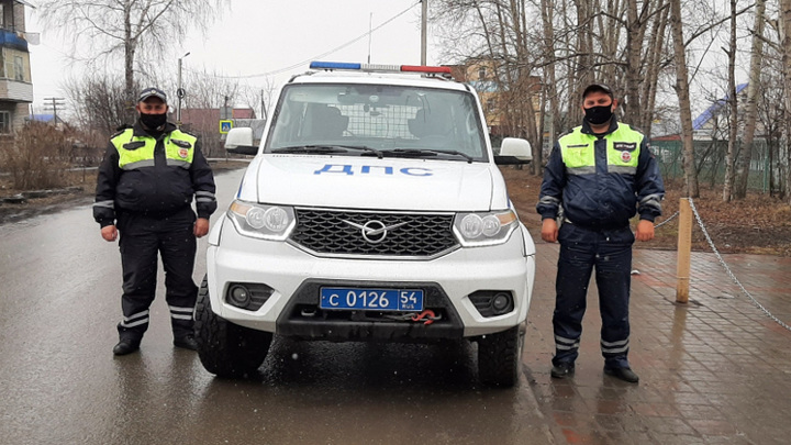 Новосибирские автоинспекторы помогли спасти трехлетнюю девочку-инвалида