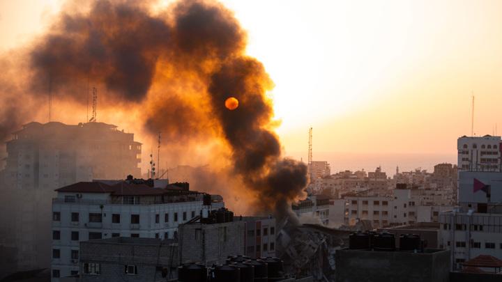 ВВС Израиля нанесли авиаудары по жилому дому в районе Рималь города Газа