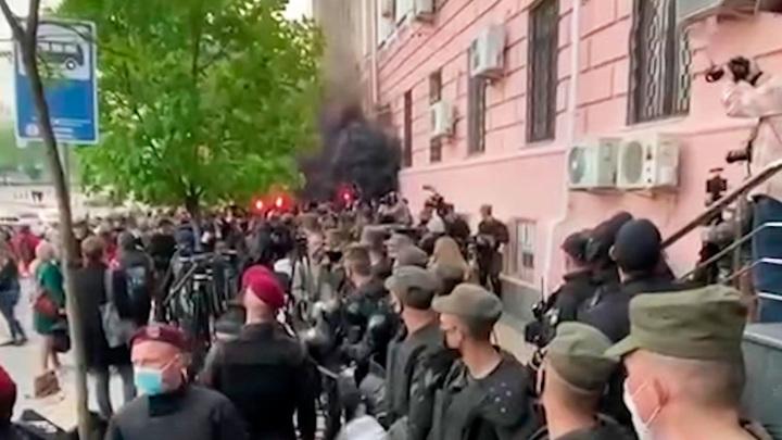Полиция надела электронный браслет на Медведчука