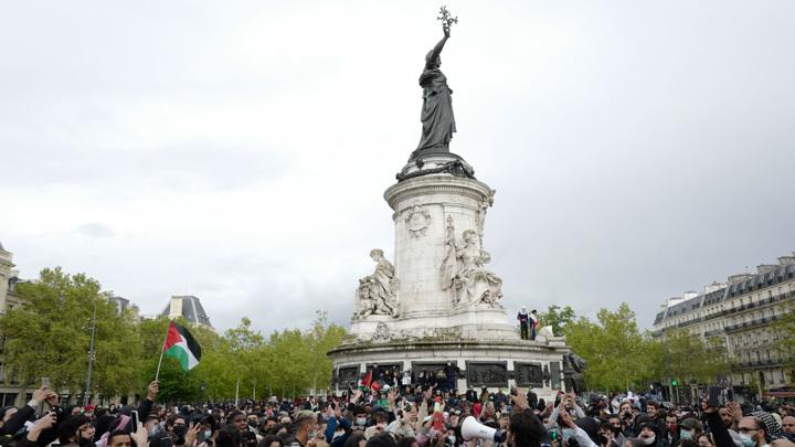 В Париже ранили жандарма и задержали 44 демонстранта