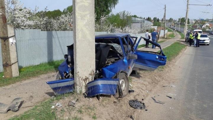 В Чебоксарах водитель уснул за рулем и врезался в столб