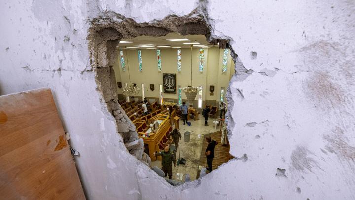 Израиль: в одну синагогу попала ракета, в другой обрушилась трибуна