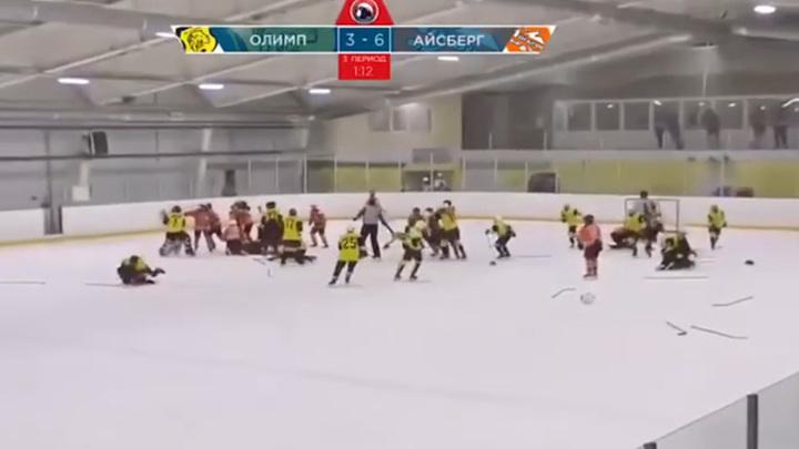 В финале детского хоккейного турнира произошла массовая драка