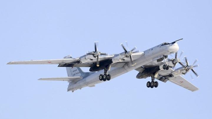 Российский Су-27 проводил американского стратега над Балтикой