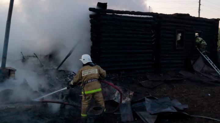 Пожар в новгородской деревне уничтожил десятки домов и церковь 18 века