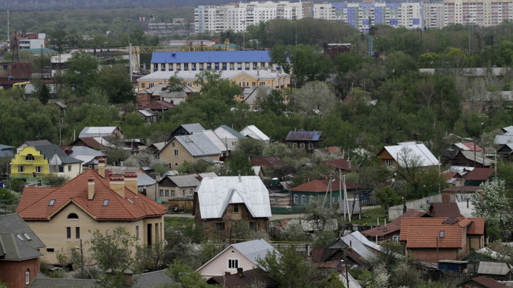 Указ Путина: 12 российских городов удостоились почетного звания