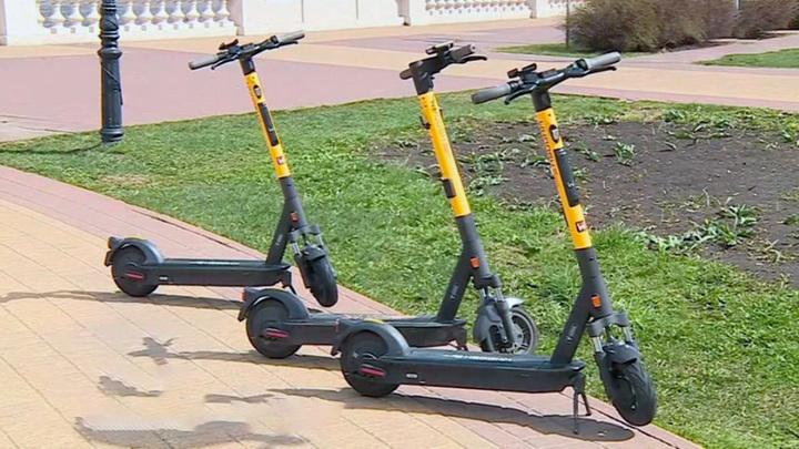 Минтранс предлагает запретить использование тяжелых электросамокатов на тротуарах
