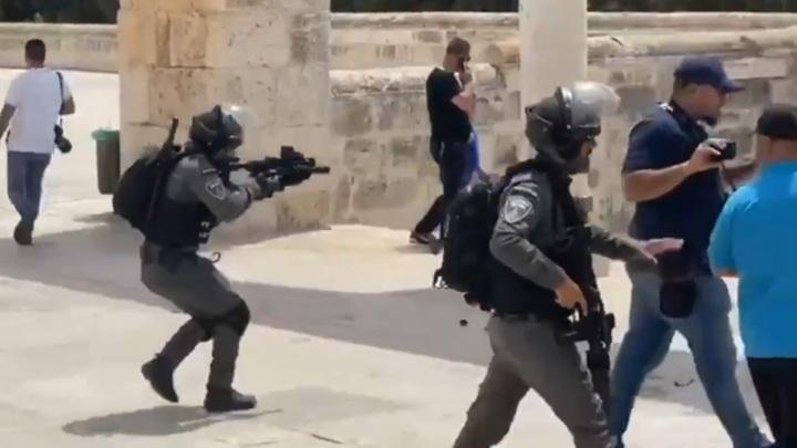 Газ, гранаты и пули: столкновения после молитвы в Иерусалиме