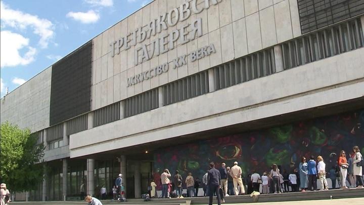 Огромный мурал появился на фасаде Третьяковской галереи на Крымском валу
