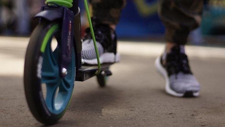 В Новосибирске проверят инцидент с травмированием ребенка на электросамокате