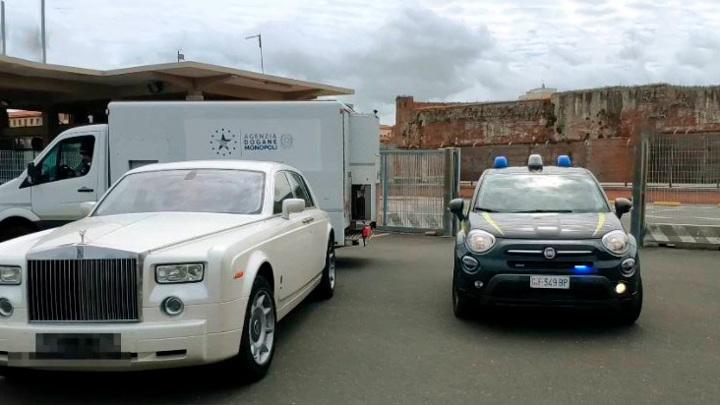 Rolls Royce из России, обитый крокодиловой кожей, арестовали в Италии
