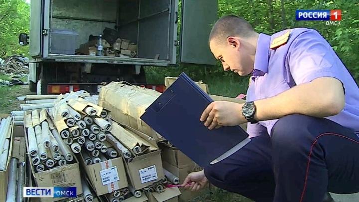 В Омске нашли огромную свалку с ртутными лампами
