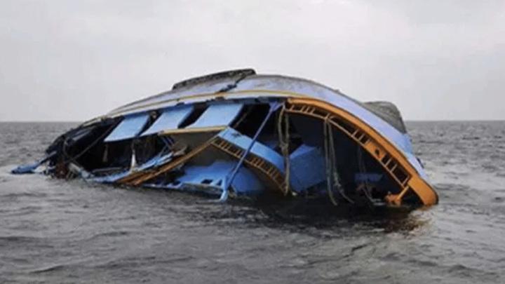 Больше ста человек пропали без вести после крушения судна в Нигерии