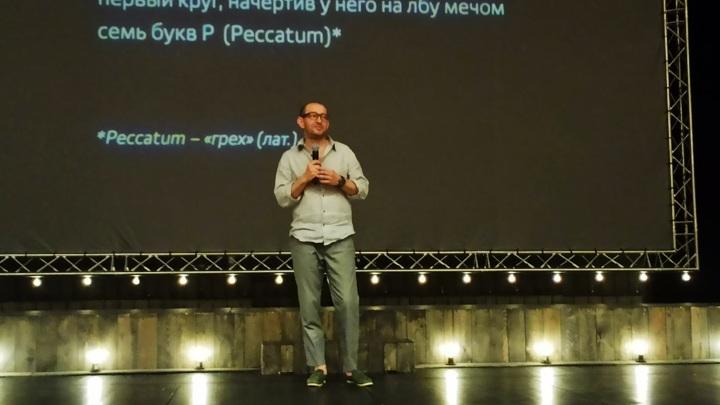 Константин Хабенский прилетел в Барнаул на премьеру своего спектакля