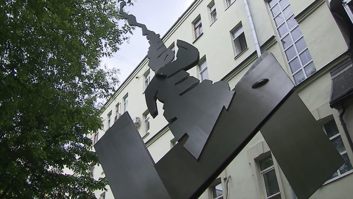 Во дворике Музея AZ открыли новую скульптуру Вадима Космачева