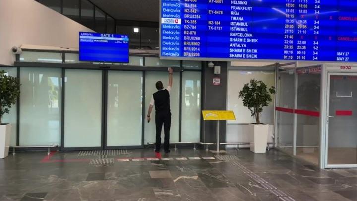 Страдают пассажиры: из-за авиаблокады украинцы не могут улететь из Белоруссии