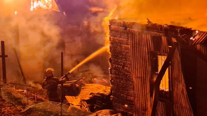 Родители погибли: подробности пожара в поселке Кулотино