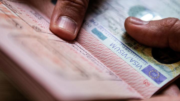 У злостных должников начнут изымать загранпаспорта