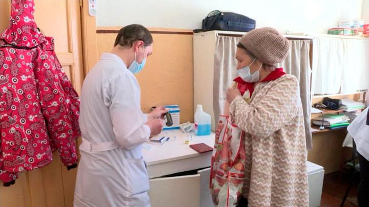 Почти 100 тысяч жителей Архангельской области сделали полную вакцинацию от COVID-19