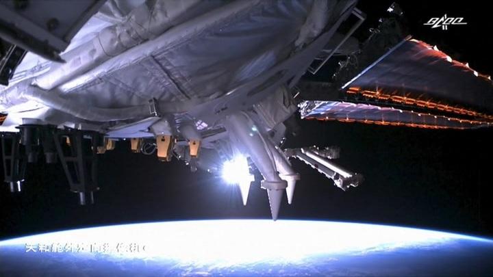 """Космический грузовик """"Тяньчжоу-2"""" состыковался с орбитальной станцией"""