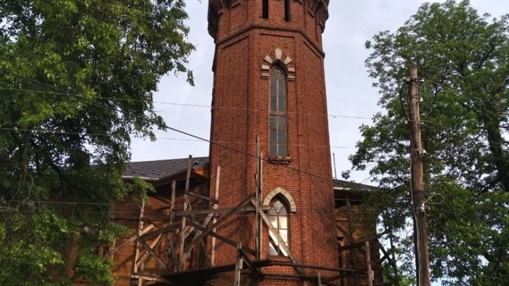Молния ударила в шпиль башни исторической усадьбы в Вязниках