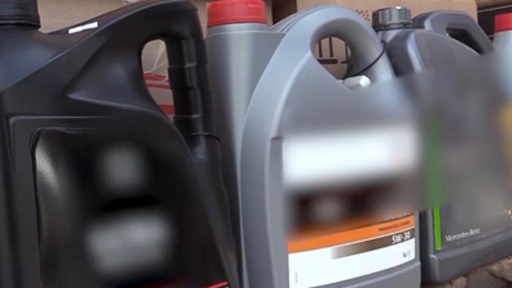 В автосалоне Волгограда торговали контрафактным моторным маслом