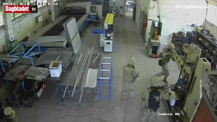 "Солдаты НАТО ""перепутали"" завод с аэродромом и напали на рабочих"