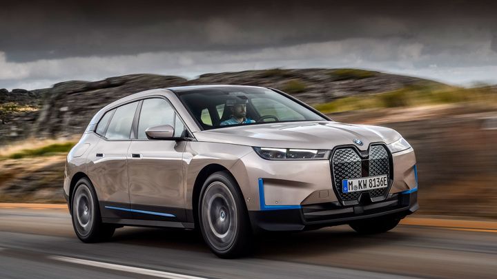 Стали известны российские цены на электромобиль BMW iX