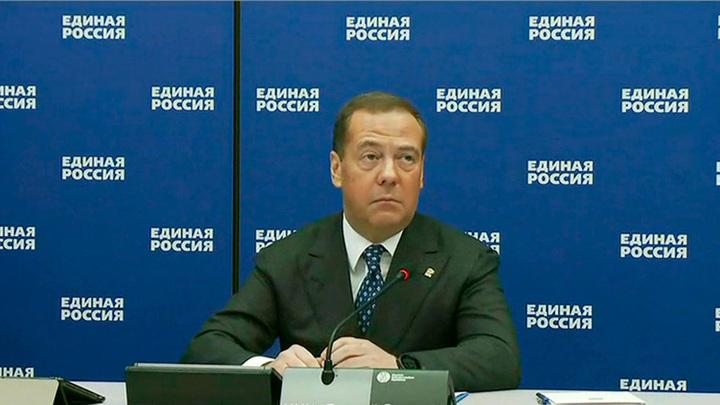 Медведев: во время праймериз ЕР были хакерские атаки