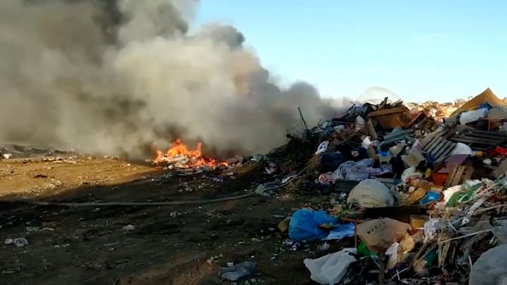 МЧС предоставило видео с места тушения полигона ТБО в Башкирии