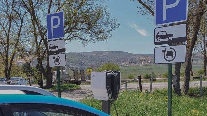 В Крыму стала возможна аренда электромобилей