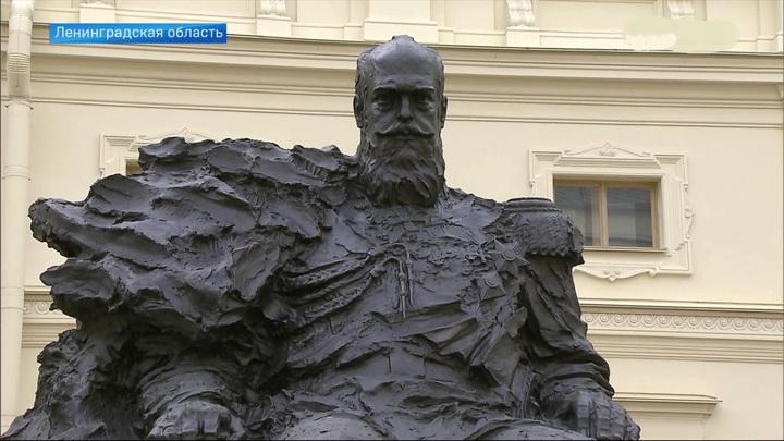 ВГатчине открыли памятник императору Александру III