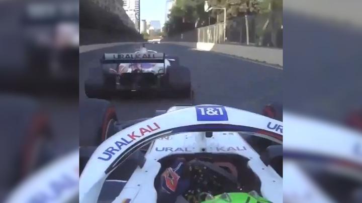 Мазепин и Шумахер едва не устроили аварию в Баку. Видео