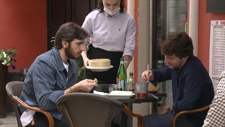 Власти Москвы советуют ресторанам закрыть летние веранды из-за надвигающейся грозы