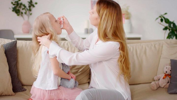 На пороге эпидемии: доктор Мясников рассказал, у кого рождаются дети-астматики