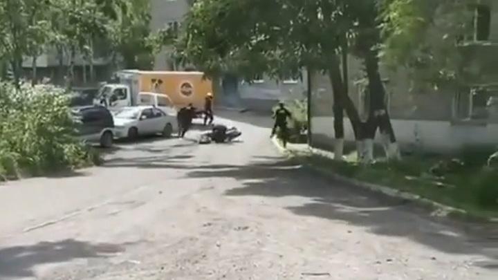 Во Владивостоке сняли на видео погоню полицейских за мотоциклистом