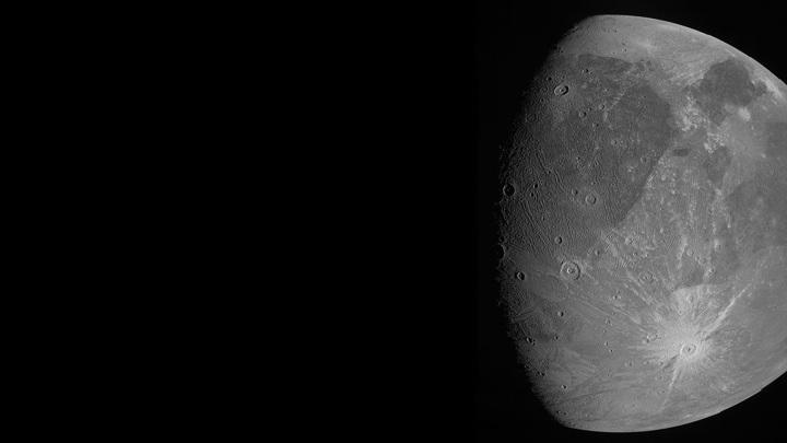 Снимок Ганимеда, сделанный камерой JunoCam 7 июня 2021 года.