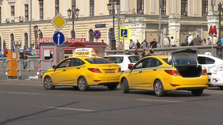 Музыка для пассажира: в Петербурге утвердили стандарты для такси